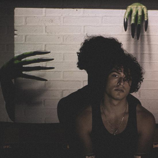 LEO GASSMAN pubblica il nuovo singolo DOWN