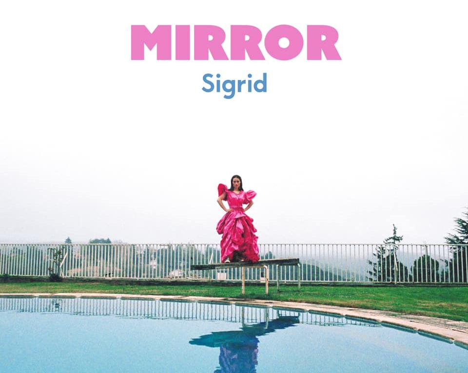 SIGRID torna con il nuovo singolo MIRROR